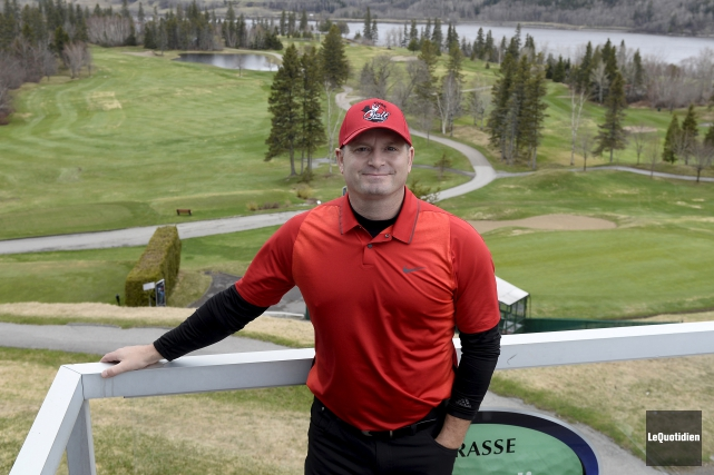 Le professionnel enseignant du Club de golf Saguenay... (Photo Le Quotidien, Jeannot Lévesque)