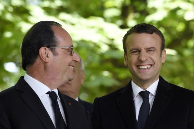 Le président François Hollande et le président désigné... (PHOTO REUTERS)