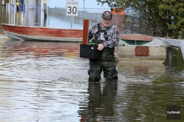 Sur la Saint-Louis à Gatineau, les résidents continuent... (Patrick Woodbury, Le Droit)