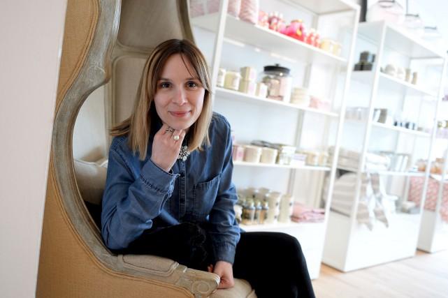 Michelle Desmeules, assise dans une chaise «Versailles» qui... (Le Soleil, Erick Labbé)