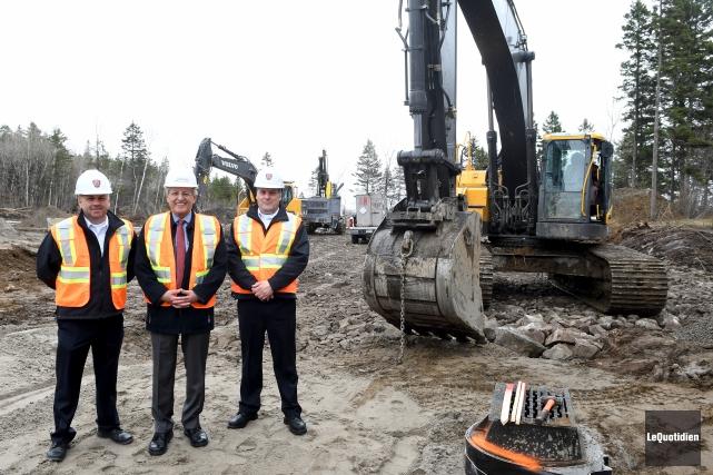 Le maire de Saguenay, Jean Tremblay (au centre),... (Photo Le Quotidien, Rocket Lavoie)