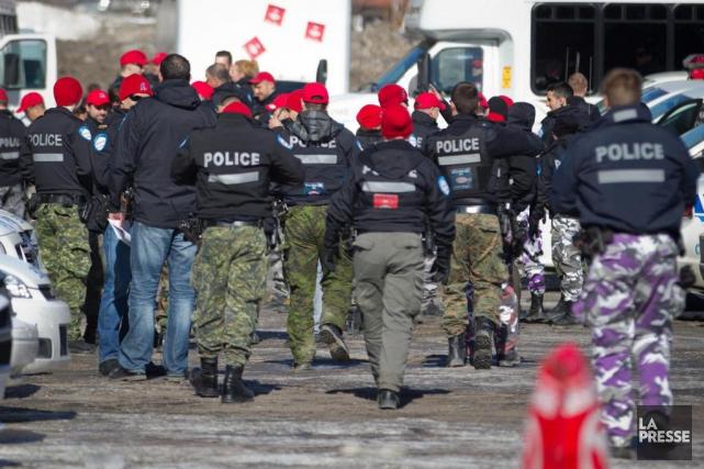Les policiers, qui sont sans contrat de travail... (Photo IVANOH DEMERS, archives LA PRESSE)