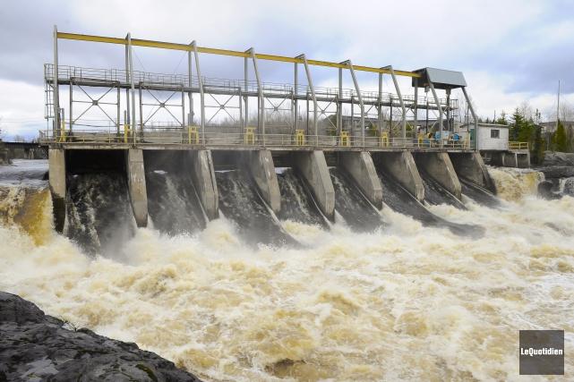 Le débit d'eau de la Petite Décharge est... (Photo Le Quotidien, Gimmy Desbiens)