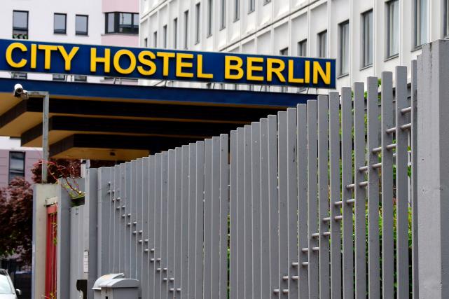 Le City hostel perçoit un loyer mensuel de... (AFP, TOBIAS SCHWARZ)