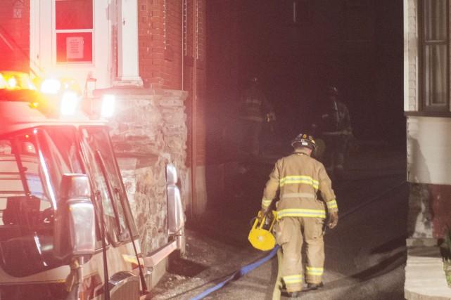 L'incendie qui s'est déclaré dans un logement situé au-dessus du CPE... (Spectre Média, Julien Chamberland)