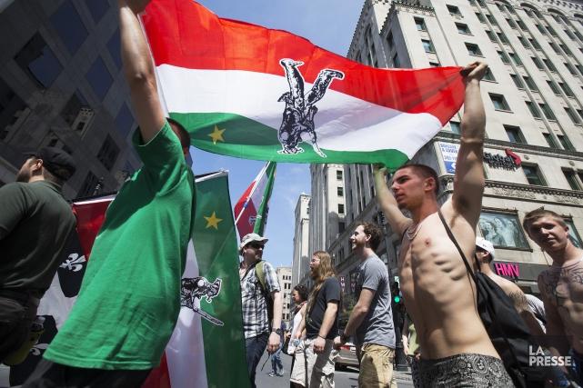 Marche des Patriotes au centre-ville de Montréal, le22... (PHOTO ROBERT SKINNER, LA PRESSE)