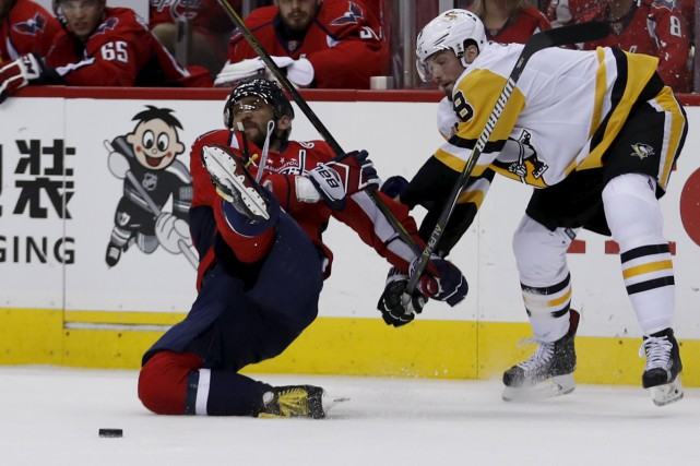 L'attaquant Alex Ovechkin (à gauche)... (Associated Press)