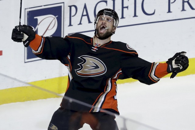 Andrew Cogliano, des Ducks, a marqué le but... (AP, Chris Carlson)