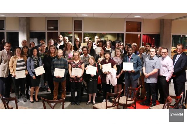 Les lauréats présents au Gala des commissaires... (Catherine Trudeau, La Voix de l'Est)