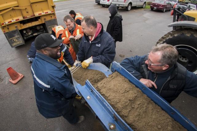 Les pompiers de Québec sont revenus de Batiscan... (Le Nouvelliste, François Gervais)