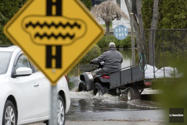 L'eau de l'importante crue printanière commence à baisser... (Photo: Stéphane Lessard, Le Nouvelliste)