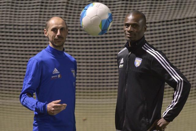 Le capitaine Samuel Georget et l'entraîneur-chef Edmond Foyé... (Le Soleil, Yan Doublet)