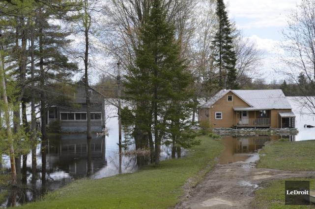 Le niveau de l'eau a passablement baissé, mais... (Benoit Sabourin, Le Droit)