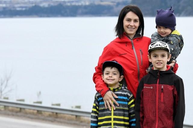Jessica Lavoie, ici accompagnée de ses fils William,... (Le Progrès, Rocket Lavoie)