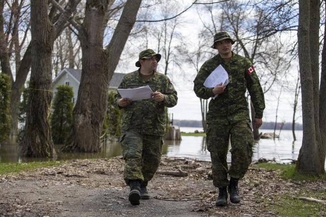 L'artilleur Jimmy Girard et le bombardier Sébastien Roberge... (Olivier Croteau)