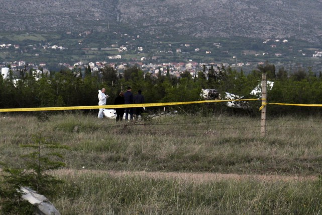L'avion s'était écrasé dans une zone au sud... (photo Mirsad Behram, AP)