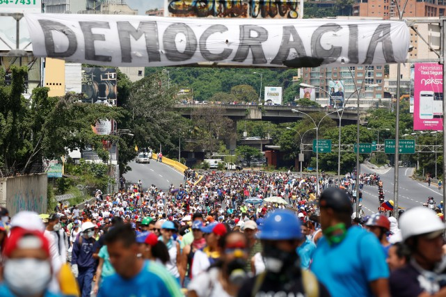 Le Venezuela est secoué par une vague de... (Photo Carlos Garcia Rawlins, REUTERS)