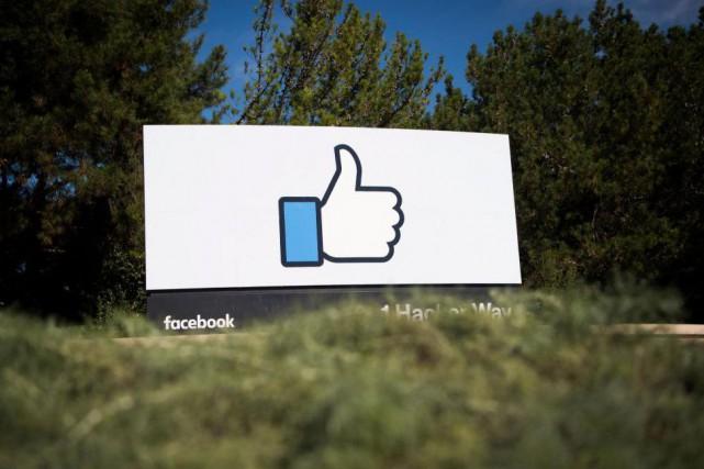 Le réseau social Facebook a suscité plusieurs polémiques... (Photo Josh Edelson, archives Agence France-Presse)
