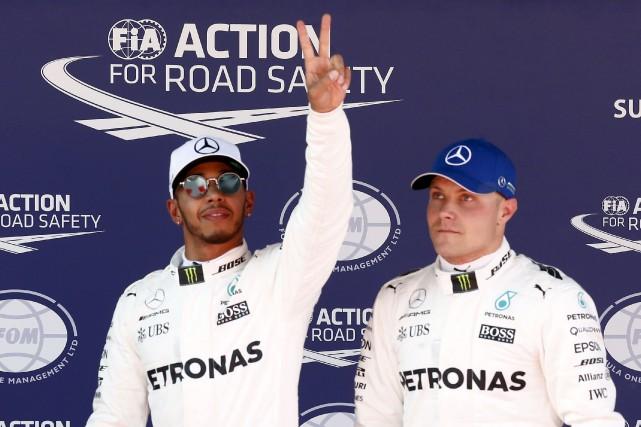 Lewis Hamilton a remporté sa troisième pole position... (AP, Manu Fernandez)