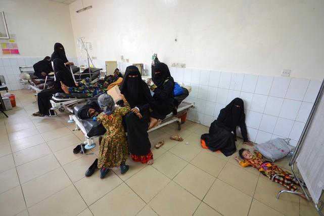 L'afflux des malades, souffrant de diarrhée et de... (Abduljabbar Zeyad, REUTERS)
