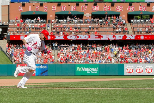 Yadier Molina a frappé deux circuits dimanche... (Photo Scott Kane, USA TODAY Sports)