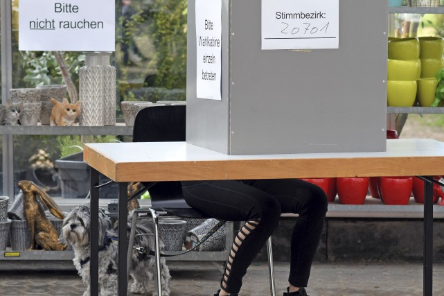 Les conservateurs d'Angela Merkel ont consolidé dimanche le... (AFP, Henning Kaiser)