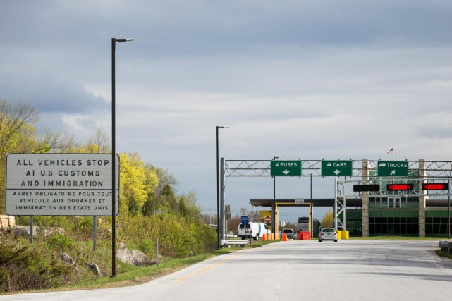 Plusieurs citoyens canadiens d'origine étrangère ont été refoulés... (PHOTO SIMON GIROUX, LA PRESSE)