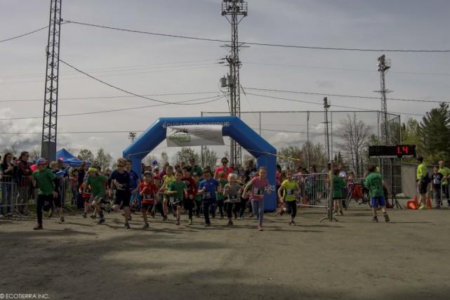 Quelque 500 coureurs et coureuses ont participé à... (Photo fournie)