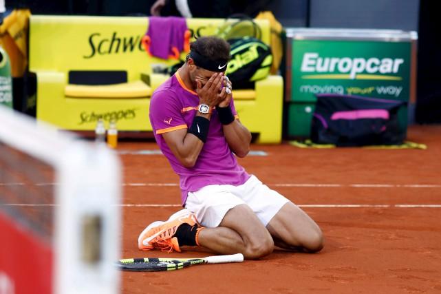 Rafael Nadala décroché, dimanche, son cinquième titre en... (AFP, Oscar Del Pozo)