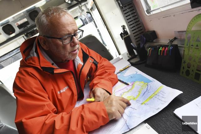 Le coordonnateur de Sauvetage 02, André Chouinard, indique... (Le Quotidien, Michel Tremblay)