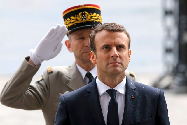 Emmanuel Macron est devenu officiellement, dimanche, le plus... (AFP, Michel Euler)