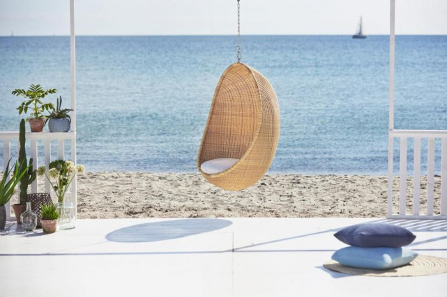 L'iconique chaise suspendue Egg, de l'entreprise danoise Sika-Design,... (PHOTO FOURNIE PAR SIKA-DESIGN)