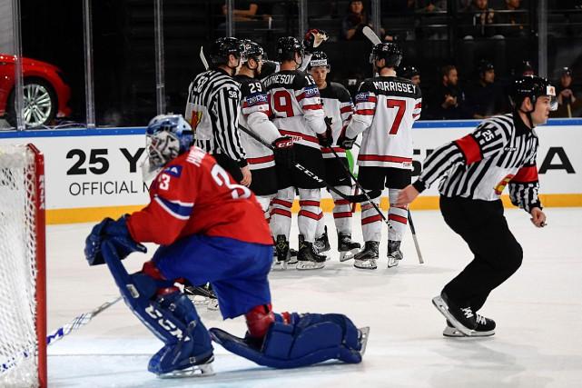 Les Canadiens ont marqué cinq buts sur 48tirs.... (Christophe Simond, AFP)