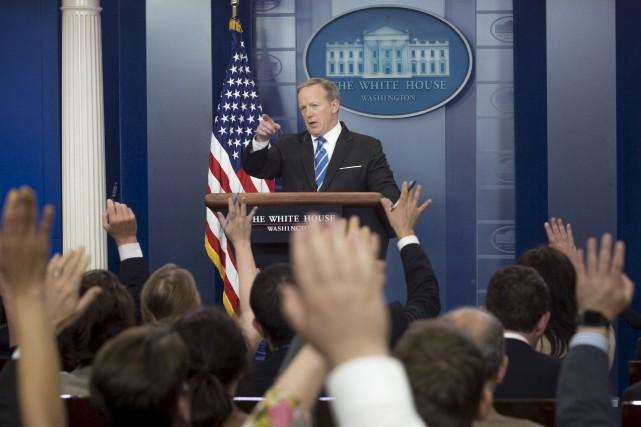 Lors de la séance de breffage quotidienne de... (AFP, Saul Loeb)