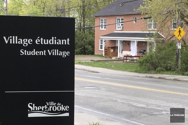 L'Animal House se trouve à l'approche du campus... (La Tribune, Luc Larochelle)