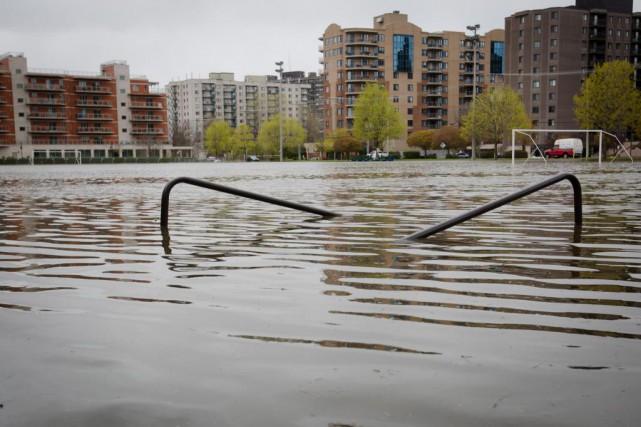 Des citoyens ont profité de la séance du... (Photo Ninon Pednault, Archives La Presse)
