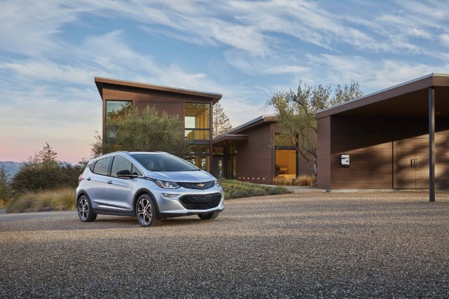 La Chevrolet Bolt a reçu des éloges du... (Photo fournie par Chevrolet)