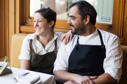La chef pâtissière Stéphanie Labelle, et son conjoint,... (Photo fournie par Rhubarbe/créditMickaël A. Bandassak)