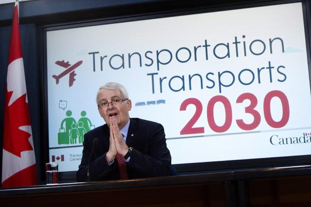 Marc Garneau avait promis de présenter une charte... (THE CANADIAN PRESS)
