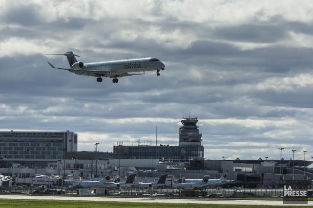 Le ministre fédéral des Transports demande aux transporteurs aériens du pays de... (Archives La Presse)