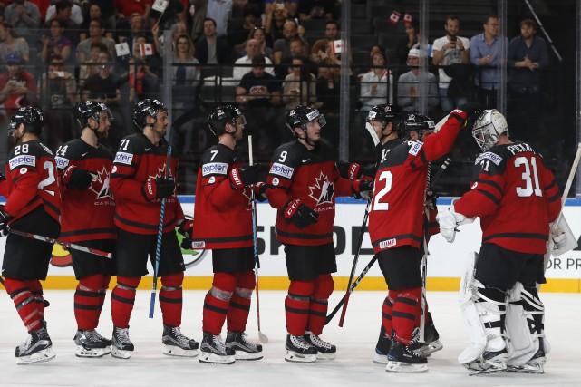 En vertu de cette victoire, le Canada a... (Photo Petr David Josek, AP)