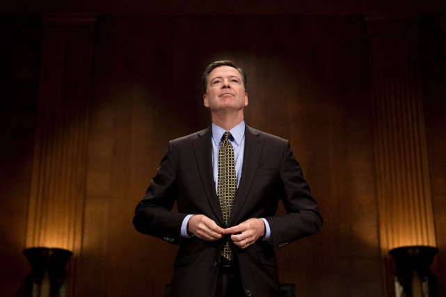 L'ancien patron du FBI James Comey avait pris... (PHOTO AFP)