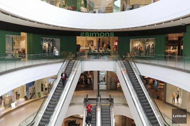 Les portes des boutiques du Centre Rideau seront... (Patrick Woodbury, Le Droit)
