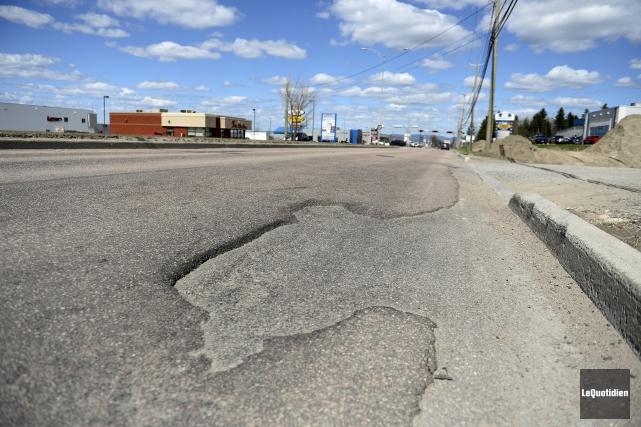 Le boulevard Saint-Paul à Chicoutimi est arrivé au... (Le Quotidien, Jeannot Lévesque)