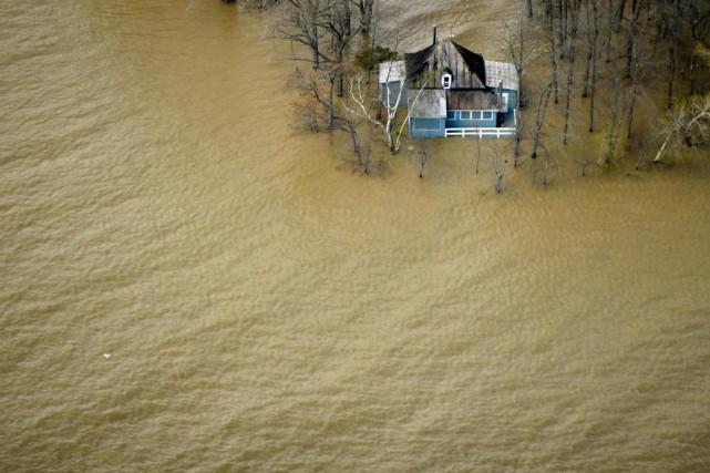 Les inondations à Saint-Placide, dans les Laurentides, le... (Photo Bernard Brault, La Presse)