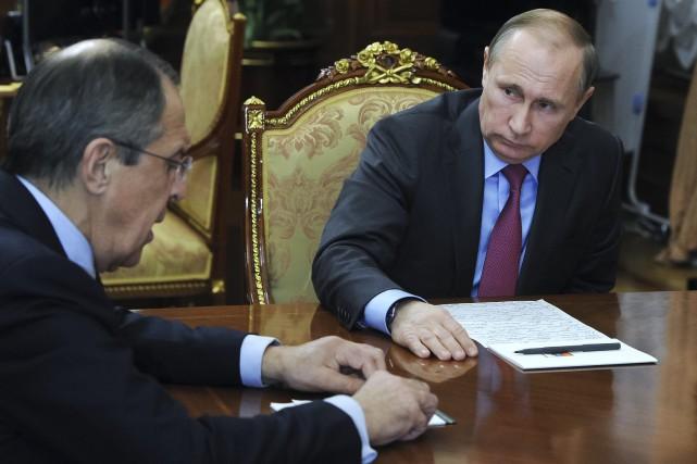 Sergueï Lavrov et Vladimir Poutine... (AP)