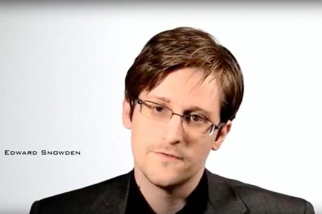 Edward Snowden, tel qu'il apparaît dans sa vidéo.... (IMAGE TIRÉE DE LA VIDÉO)