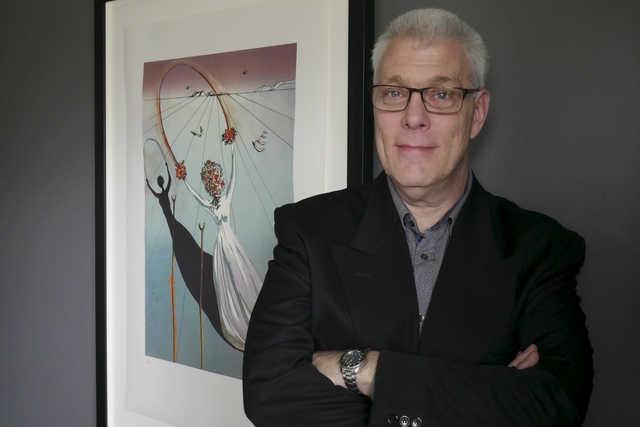 Michel Gagné devant une des nombreuses oeuvres de... (Photo Spectre Média, René Marquis)