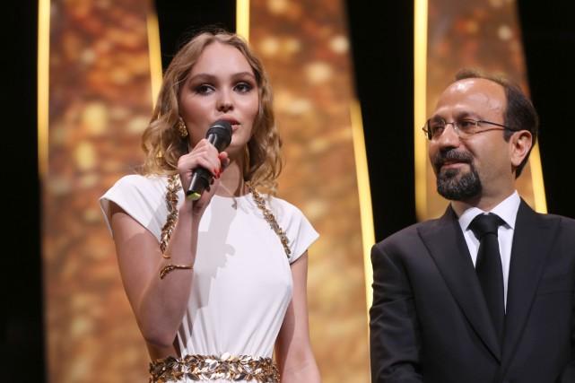 L'actrice Lily-Rose Depp et le réalisateur Asghar Farhadi... (PHOTO AFP)