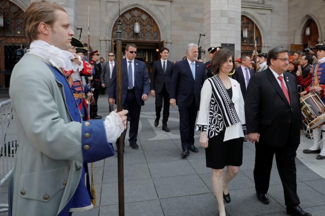 Le maire Denis Coderre, en compagnie de sa... (PHOTO LA PRESSE CANADIENNE)